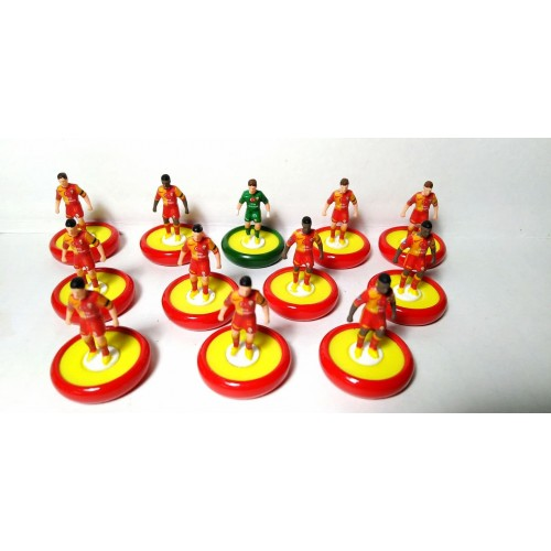 Subbuteo Andrew Table Soccer Galatasaray 2013-14 Champions League kit on Zeus Pro Bases